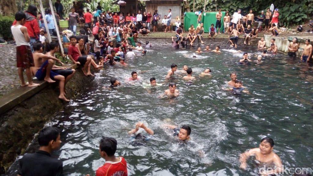 Byur! Ramainya Padusan di Petilasan Joko Tingkir Senjoyo Semarang
