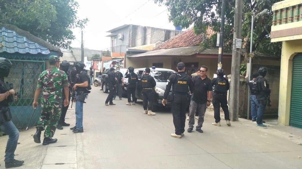 Densus 88 Tangkap 3 Terduga Teroris di 2 Lokasi di Tangerang