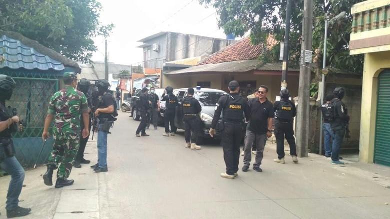2 Terduga Teroris Tangerang Ditangkap, 1 Perempuan Ikut Diamankan