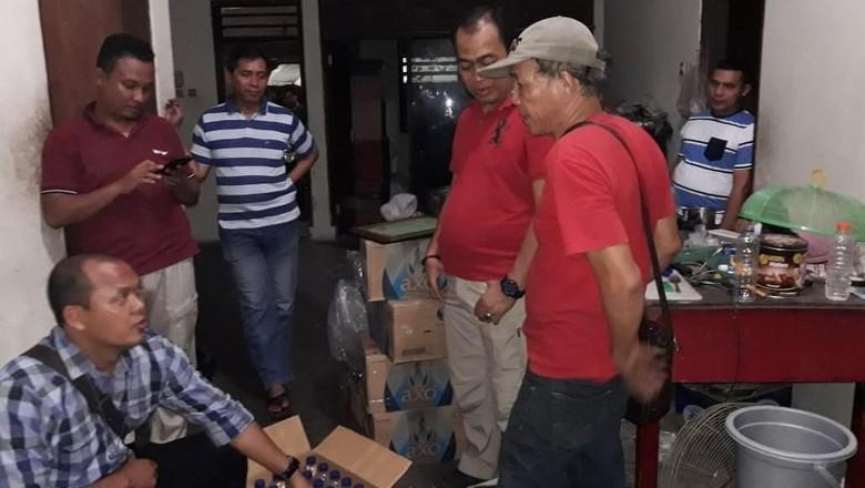 Polisi Gerebek Pabrik Ciu di Cengkareng