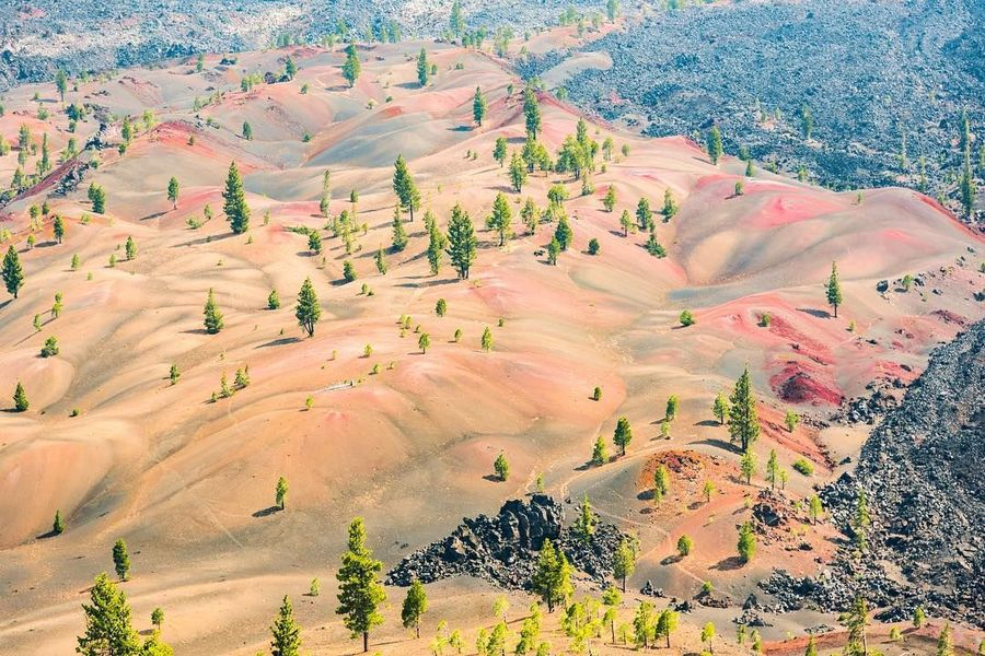 Seperti namanya, The Painted Dunes merupakan bukit pasir yang memiliki warna. Cantik dan unik, The Painted Dunes ini jadi tempat untuk mencari keheningan. (jiejingz/Instagram)