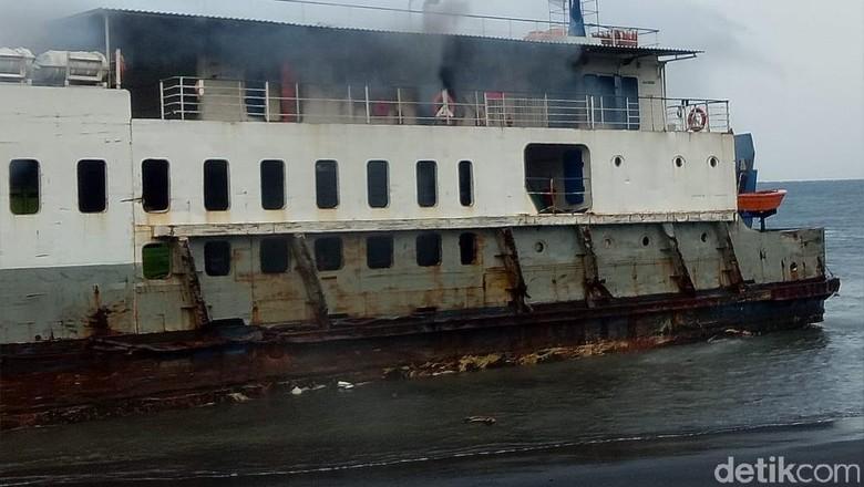 Api yang Membakar KMP Labitra Adinda Berhasil Dipadamkan