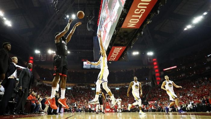 Houston Rockets merebut gim kedua final Wilayah Barat NBA. (Foto: Ronald Martinez/Getty Images)
