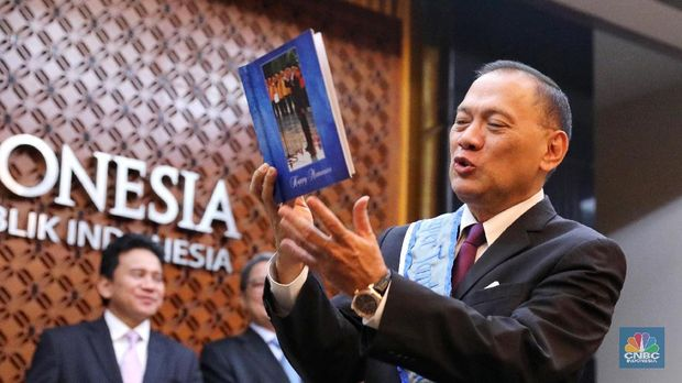 Eks Gubernur BI Agus Martowardojo Berlabuh di PT SMI