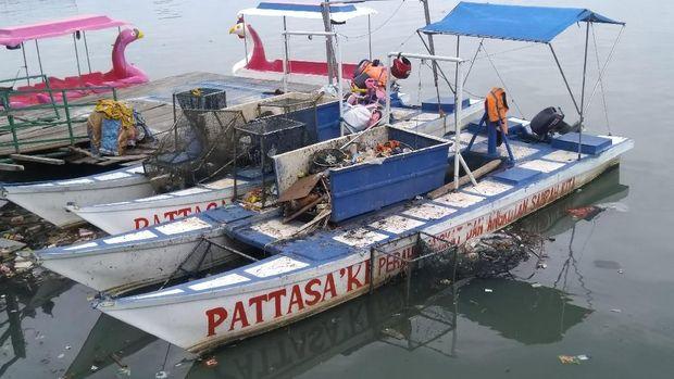 Pantai Losari Makassar Dipenuhi Sampah!