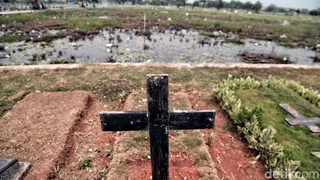 Makam Terendam di TPU Budi Dharma