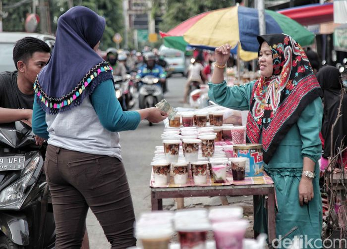 Banyak yang spesial selama bulan Ramadan. Termasuk hadirnya banyak jajanan takjil yang khusus ada di bulan Ramadan saja.