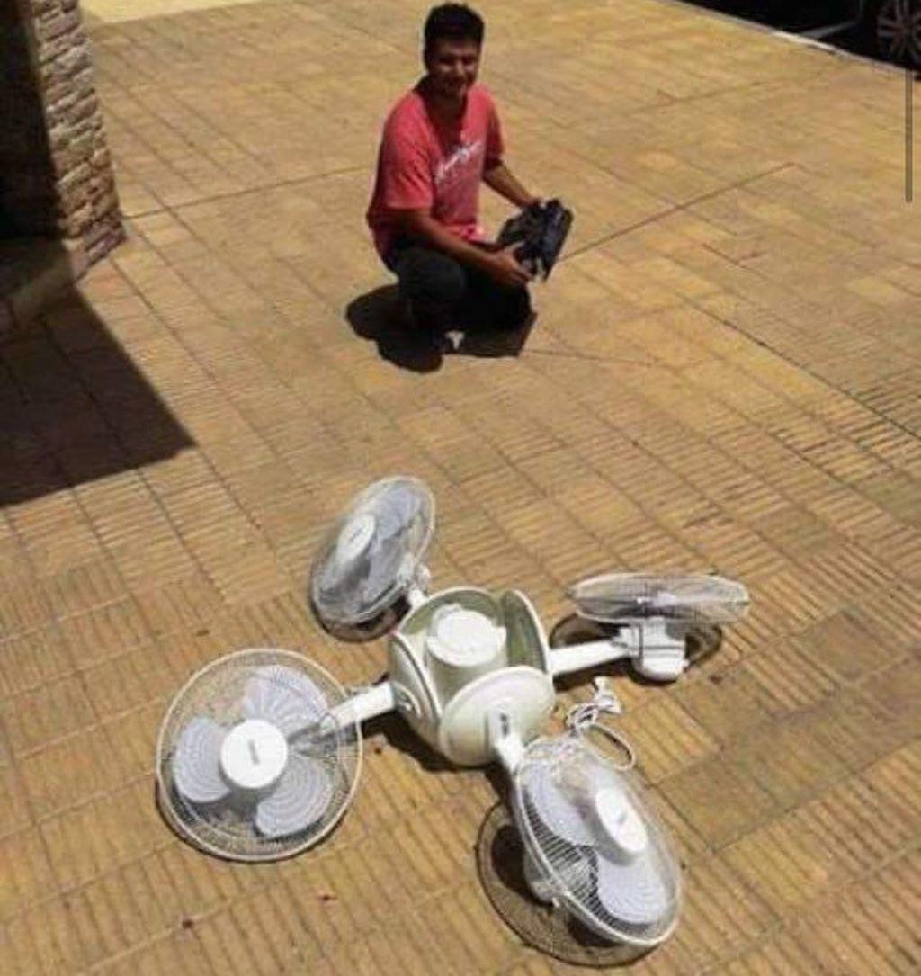 Drone model terbaru, bisa ditemui di berbagai toko elektronik terdekat. Berminat?(Foto: Twitter/PicturesFoIder)