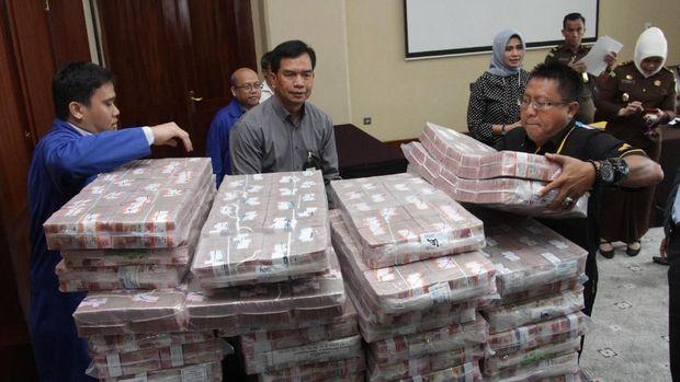 Samadikun Kembalikan Uang Korupsi BLBI RP169 Miliar