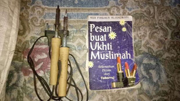 Benda yang disita dari rumah terduga teroris Jombang