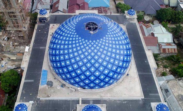 Kementerian Pekerjaan Umum dan Perumahan Rakyat (PUPR) telah membangun kembali Masjid At-Taqarrub di Desa Keude, Kecamatan Trienggadeng, Kabupaten Pidie Jaya yang mengalami rusak berat akibat gempa bumi di Pidie Jaya, Aceh pada 7 Desember 2016 lalu. Istimewa/Kementerian PUPR.