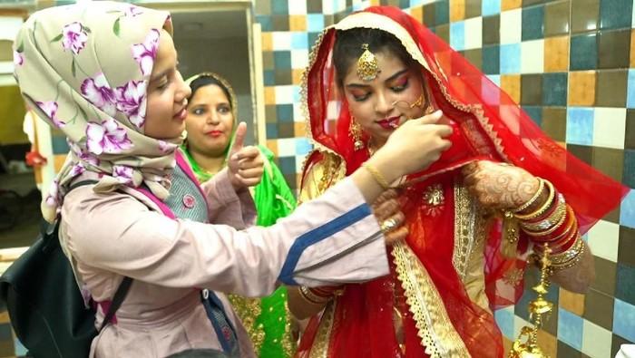 India menjadi salah satu populasi muslim terbesar di dunia. Beragam keindahan budaya terekam dalam kamera mulai dari makanan hingga pernikahan.