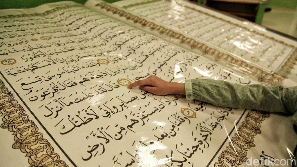 Wow! Ada Alquran Raksasa di Jakarta Islamic Centre