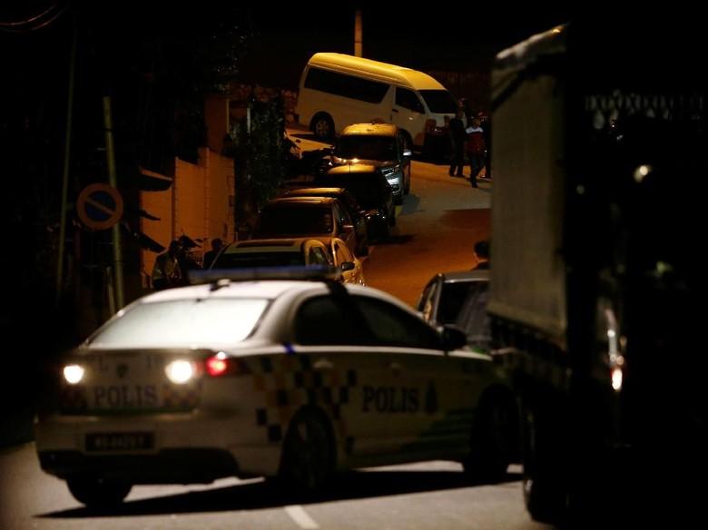 Nyaris 18 Jam Rumah Najib Digeledah, Pengacara: Ini Pelecehan