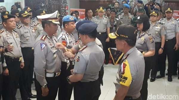 Kapolri Beri Pin Emas ke Kombes Rudy Penembak Mati 3 Teroris