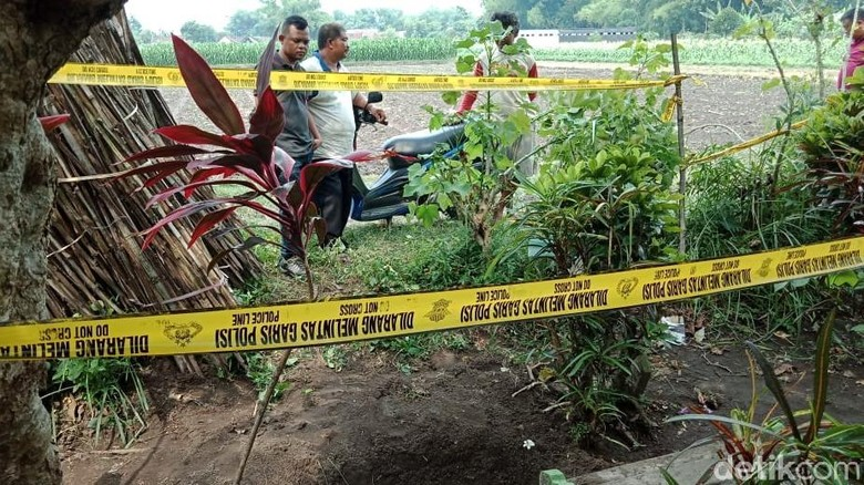 Jasad Terkubur dengan Kaki di Atas Tanah Diduga Korban Pembunuhan