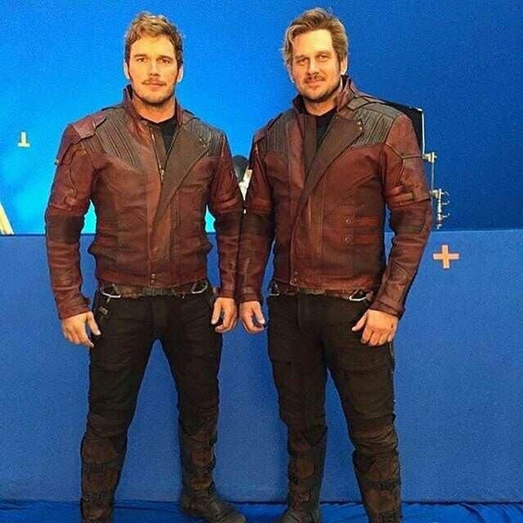 Chris Pratt berperan sebagai Star Lord dan stuntman penggantinya. Mirip bukan?(Foto: Facebook)
