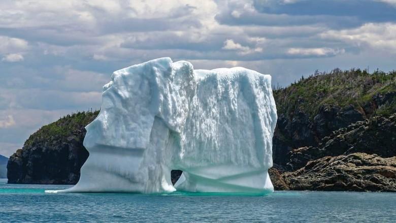 Gunung es Arktik yang bermigrasi setiap musim panas dari Greenland (CNN Travel)