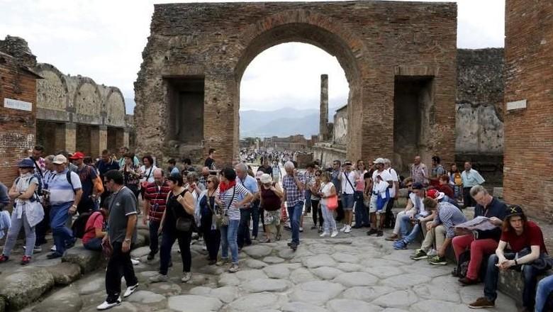 Ilustrasi wisata di Pompeii (Alessandro Bianchi/Reuters)