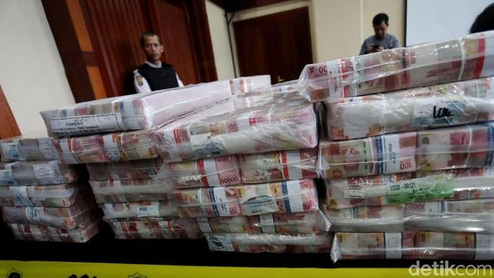 Samadikun Hartono mengembalikan uang tunai Rp 87 miliar. Total yang telah dikembalikan Rp 169 miliar, sesuai perintah Mahkamah Agung (MA).