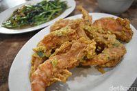 Udang peci bumbu saus telur asin yang enak di RM. Ujung Pandang.