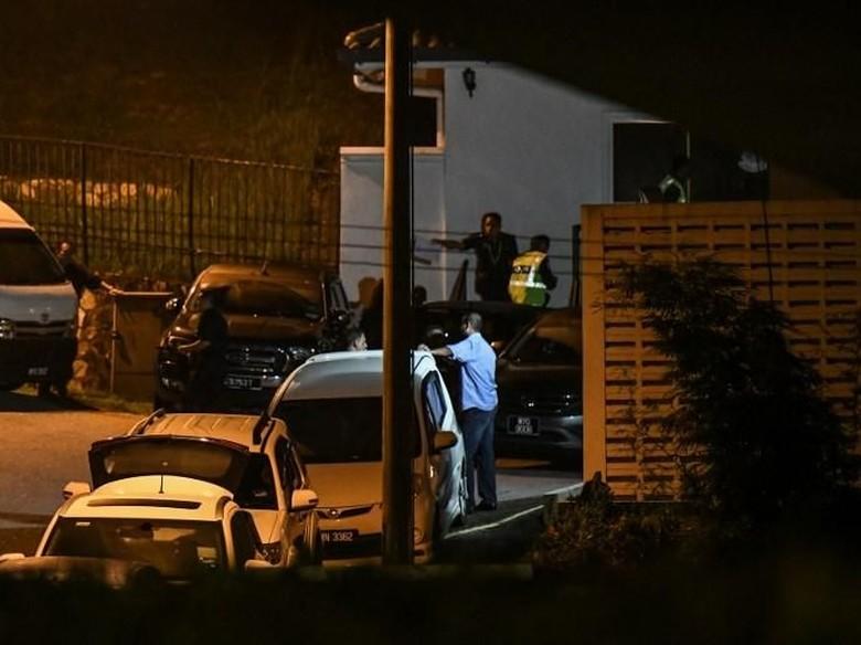 Pengacara: Polisi Berusaha Bongkar Brankas di Rumah Najib