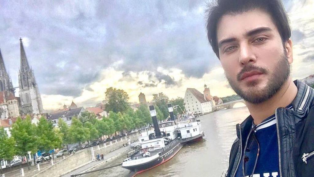 Foto: Liburannya Aktor Ganteng Pakistan, Imran Abbas