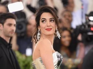Amal Clooney Bikin Desainer Terkenal Ini Kesal, Ada Apa?