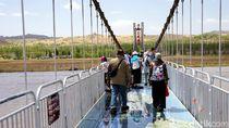 Jembatan Kaca 3D Pertama di China yang Bikin Deg-degan