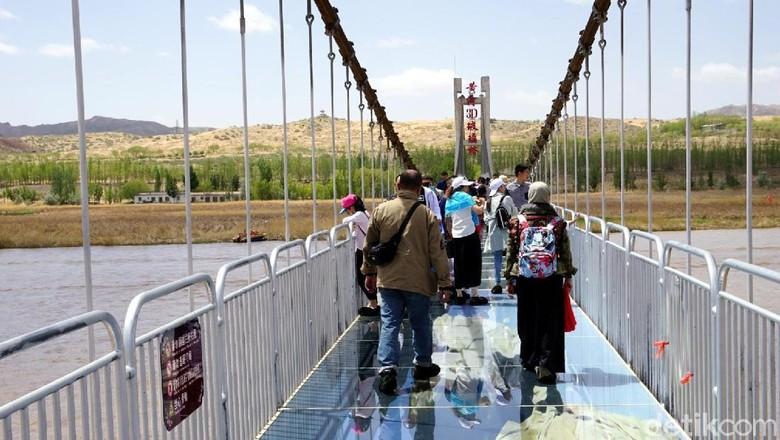 Jembatan kaca 3 dimensi di Shapotou Scenic Area (Wahyu/detikTravel)