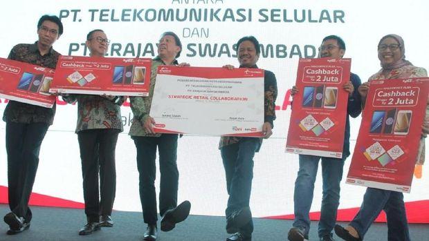 Telkomsel Gaet Erajaya Dorong Penetrasi Smartphone