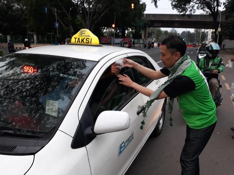 PPP Bagikan Ribuan Takjil Gratis di Jalan Diponegoro Jakpus