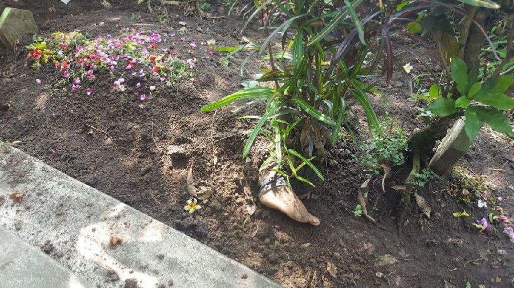 Pembunuh Ngaku Tak Sadar Kaki Korbannya Nongol Saat Dikubur