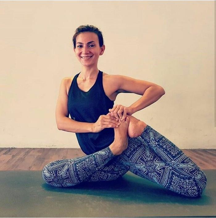 Keren! Dalam melakukan yoga, Wanda sangat ahli dalam melenturkan badannya.(Foto: Instagram/wanda_hamidah)