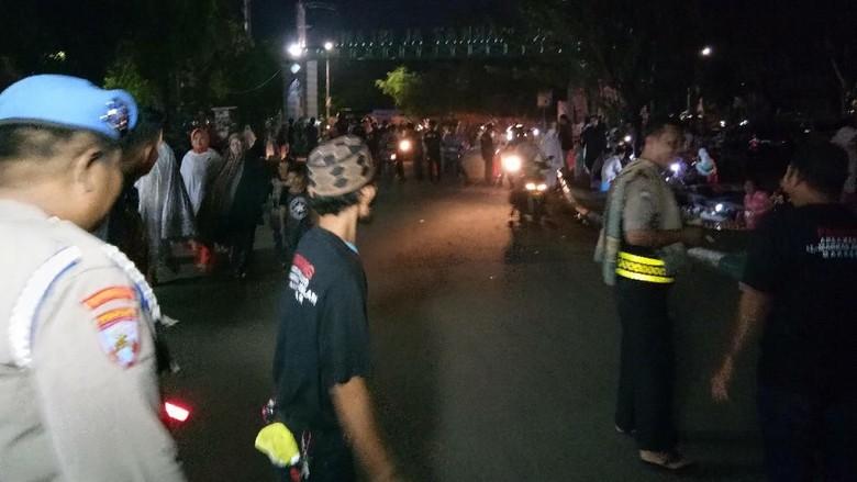 Cegah Teror di Ramadan, Warga dan Polisi Jaga Masjid di Makassar