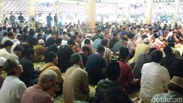 Masjid Besar Kauman Yogya menyediakan 1.600 bungkus gulai kambing untuk menu takjil tiap hari Kamis, (17/5/2018).