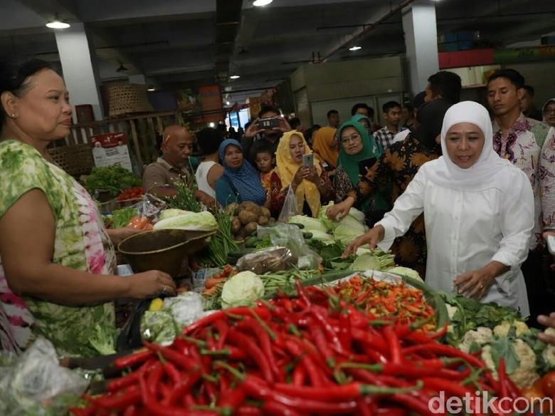Puasa Perdana, Khofifah Tetap Fit Keliling Pasar Surabaya