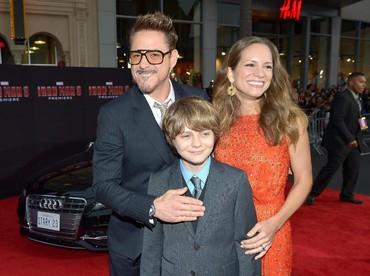Mereka juga sudah punya dua anak yang manis-manis dan satu anak dari pernikahan Robert sebelumnya. (Foto: Getty Images/Charley Gallay)
