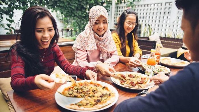 Menu makan sahur harus mencukupi kebutuhan nutrisi agar tetap kuat berpuasa sepanjang hari (Foto: ilustrasi/thinkstock)