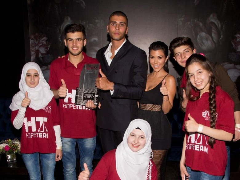 Pacar Kourtney Kardashian Tarawih hingga Ajarkan Ramadan di Medsos