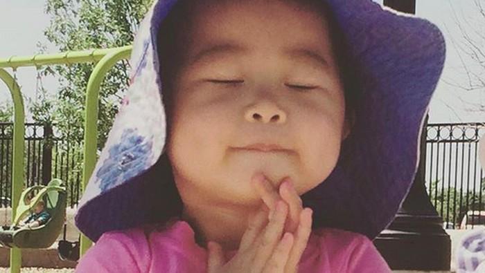 Ekspresi Menggemaskan Anak-anak Ketika Berdoa