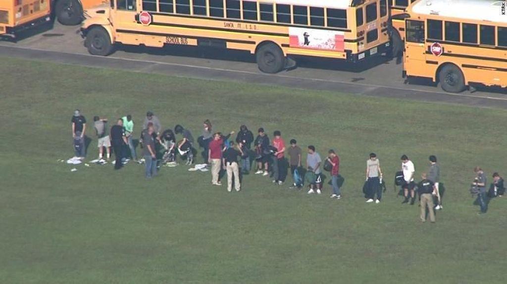 Penembakan Brutal Sekolah di Texas, 2 Orang Ditangkap