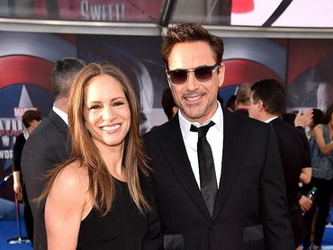 Awet dan bahagia selalu ya Mr Iron Man dan keluarga. (Foto: Getty Images/Kevin Winter)