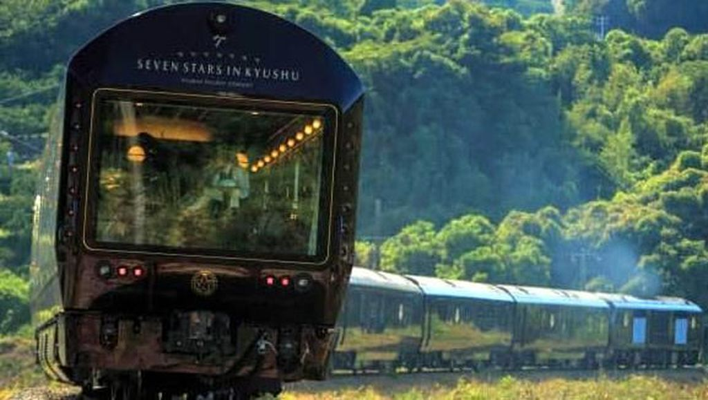 Mengintip Jeroan Kereta Paling Mewah di Dunia