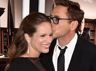 Nggak heran, Robert sayang dan kagum banget sama sang istri yang berprofesi sebagai produser ini. (Foto: Getty Images/Kevin Winter)