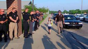 Ada Kisah Haru di Balik Bocah yang Diantar 70 Polisi ke Sekolah