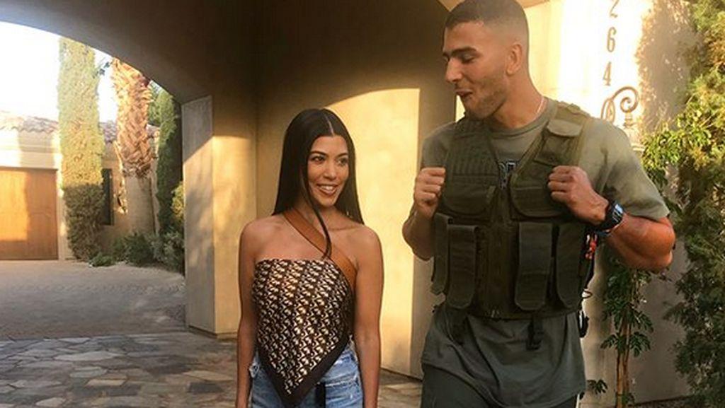 Pamer Selfie Berbikini, Kourtney Kardashian Dimarahi Pacar Muslimnya