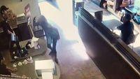 Jorok Banget! Wanita Ini BAB di Restoran dan Lempar Kotorannya ke Kasir