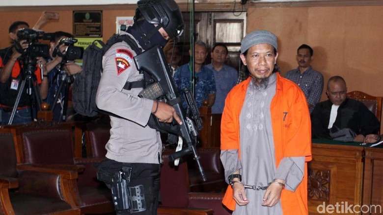 Polisi Bersenjata Lengkap Amankan Sidang Teroris Aman Abdurrahman