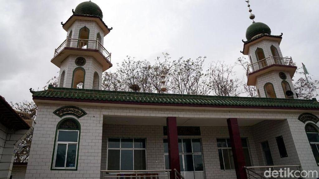 Foto Masjid 100 Tahun di Perkampungan Muslim China